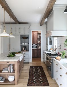 Hinsdale Kitchen Reveal: interior design by Park and Oak . Hinsdale Kitchen Reveal: interior design by Park and Oak New Kitchen, Kitchen Dining, Kitchen Decor, Kitchen Cabinets, Wooden Kitchen, Kitchen Pantries, Wood Kitchen Island, Wood Floor Kitchen, Stylish Kitchen
