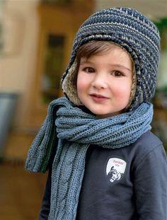 ac646cb312 Gorro estilo peruano para niño de 2 a 8 años para que sus orejitas estén  bien calentitas.