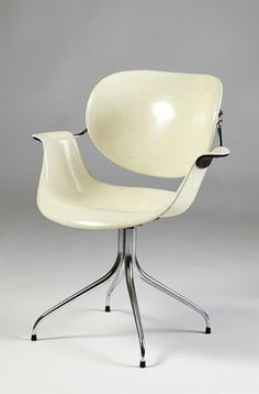 Chair, Swag Leg, designed by George Nelson for Herman Miller, USA. 1950's. Fibreglass and chromed steel.
