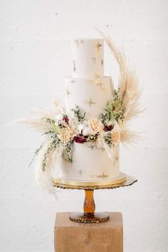Top 10 Wedding Cake Trends for 2020 - Poptop Event Planning Guide country chocolat mariage cake cake country cake recipes cake simple cake vintage Black Wedding Cakes, Floral Wedding Cakes, Beautiful Wedding Cakes, Wedding Cake Designs, Beautiful Cakes, Boho Wedding, Trendy Wedding, Elegant Wedding Themes, Simple Elegant Wedding