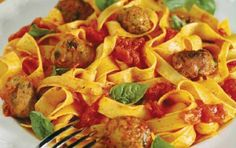 Meatballs in tomato sauce with tagliatelle Greek Dishes, Mince Meat, Greek Recipes, Tomato Sauce, Macaroni And Cheese, Spaghetti, Menu, Cooking Recipes, Pasta