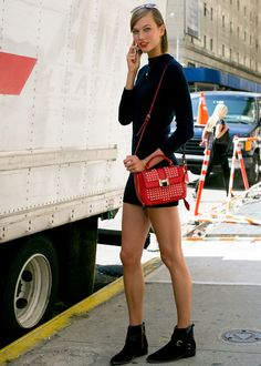 Karlie Kloss showing her beautiful legs
