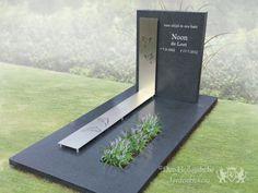 Tombstone Designs, Memorial Garden Stones, Cemetery Decorations, Funeral, Beautiful, Modern, Ideas, Grave Decorations, Cemetery Art
