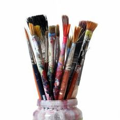 This is a guide about cleaning artist brushes. Good art brushes can be quite expensive to buy. By properly cleaning them after each use you can extend the life of your brushes. Cleaning Paint Brushes, Oil Paint Brushes, Artist Brush, Artist Painting, Murphys Oil Soaps, School Painting, Art Tutorials, Painting Tutorials, Brush Pen