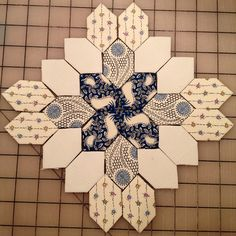 A Downton Abbey Patchwork of the crosses! #lucyboston #lucybostonquilt…
