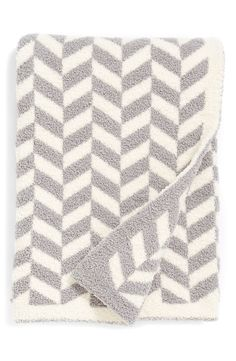 A cozy chevron blanket to keep the little one warm