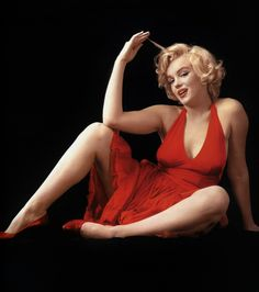 Marilyn Monroe pin up red dress