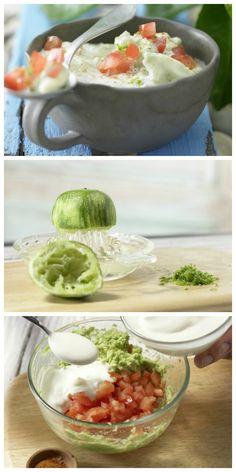 Tomatenwürfel, Joghurt, Knoblauch und Avocadomus werden verrührt: Avocado-Dip mit Tomatenwürfeln | http://eatsmarter.de/rezepte/avocado-dip