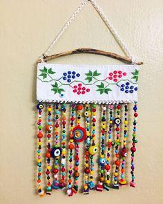 Nazarlık, nazar, driftwood, am Diy Arts And Crafts, Bead Crafts, Diy Crafts, Mobiles, Vintage Crafts, Ideas Vintage, Paint Colors For Living Room, Home Decor Furniture, Fabric Art