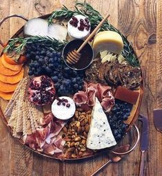 Winter Wedding grazing plate Check out our Savory Recipes board for our favorite food photography, dinner ideas & healthy vegetarian dishes. Food Platters, Cheese Platters, Antipasto, Charcuterie And Cheese Board, Cheese Boards, Cheese Board Display, Charcuterie Ideas, Wine Cheese, Food Diary
