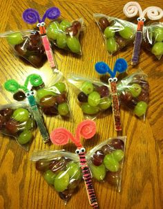 Easy healthy birthday treats for school. Let them help and color the pins & fill the bags :) Healthy Birthday Snacks, Healthy School Snacks, School Treats, Healthy Kids, Classroom Snacks, Preschool Snacks, Preschool Birthday Treats, Birthday Treats For School, Birthday Activities