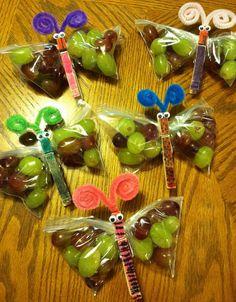 Gezonde vlinder traktatie met druiven