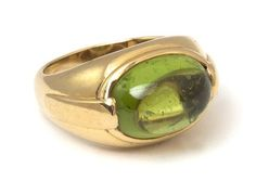 An 18 Karat Yellow Gold and Peridot Ring, Bulgari, 8.10 dwts.