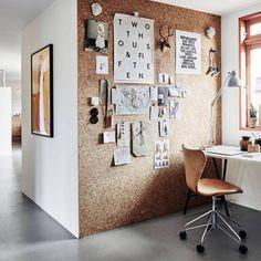 INSPIRATION - erkänner, blir inte helt nöjd när småkillarna tapetserar sitt rum med div bilder. Lösningen blir därför en liknande vägg i kork. #corkwall #inspiration #childrens#room #diy #korkvägg #officeinspiration #office #
