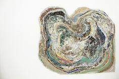 Ana Tecedeiro Terra seca, terra molhada Agrafos, fragmentos de papel, cartão e pratas, tinta acrílica, tinta de esmalte 77 x 87 cm 2013