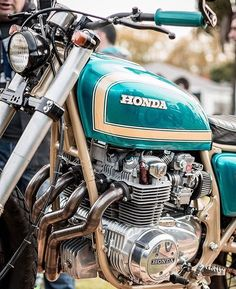 AFF motos 2 by This four is called it was made by & and sports a beautiful paint job made by the Cb350 Cafe Racer, Cafe Racer Bikes, Cafe Racer Motorcycle, Honda Bikes, Honda Motorcycles, Vintage Motorcycles, Honda Cbx, My Ride, Sport Bikes