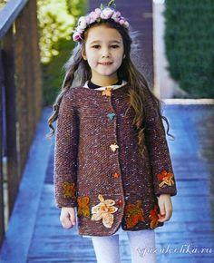 Детское пальто спицами «Листья осени»