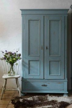 House Tour: amazingly austere American farmhouse Paint this colour Paint Furniture, Furniture Makeover, Armoire En Pin, Painted Wardrobe, Estilo Interior, American Farmhouse, House Tours, Interior Inspiration, Farmhouse Decor