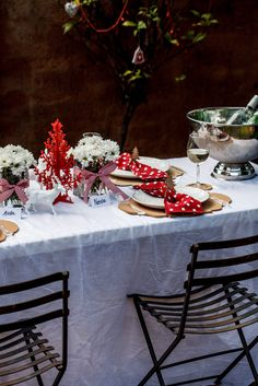 A lovely festive Christmas table. #decoration