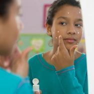 The face you show the world matters deeply, and good skin care practices can keep teen skin healthy and glowing. Get expert skin advice for your daily routine. Cystic Acne Treatment, Best Acne Treatment, Pimples Remedies, Natural Acne Remedies, Natural Oils For Skin, Natural Skin Care, Skin Care Regimen, Young Adults, Health