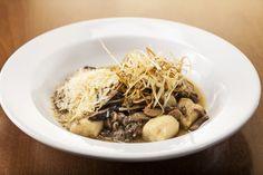 Nhoque de duas batatas com ragu de cogumelos | Gastrolândia – por Ailin Aleixo