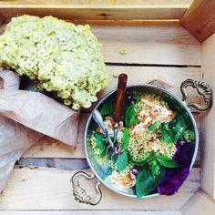 Warmer Quinoa-Salat mit gegrilltem Halloumi und Kräutern - fruktosearm!