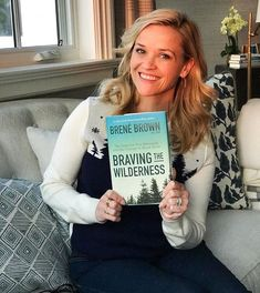 Hey @reesewitherspoon, we TOTES agree a Draper James sweater is perfect for cozying up with the latest @reesesbookclubxhellosunshine pick! Especially one by Texan @brenebrown 🌲🌲