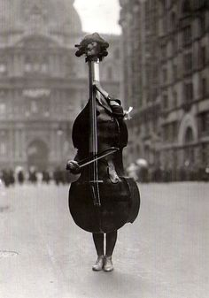 Haute in Philadelphia / karen cox. Otto Bettmann Walking Violin in Philadelphia Mummers' Parade, 1917 From The Bettmann Archive: More than 100 years of history Black White Photos, Black And White Photography, Mummers Parade, Photo Vintage, Double Bass, Music Stuff, Old Photos, Art Photography, Street Photography