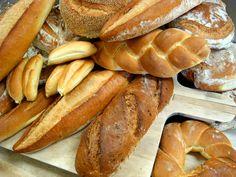A small trip to discover the different varieties of Italian bread Italian Truffles, Baby Shower Desserts, Italian Bread, Sicilian, Pistachio, Hot Dog Buns, Italian Recipes, Fresh, Dessert Ideas