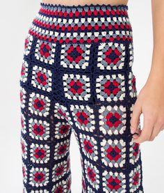 Örgü Pantolon Modelleri Knitting Pants Models, # Örgüpantolonba the # Örgüpantolonörneg of # Tığişiörnek on We have prepared a wonderful gallery. Cardigan Au Crochet, Crochet Pants, Crochet Skirts, Knit Pants, Crochet Clothes, Diy Clothes, Knit Crochet, Granny Square Häkelanleitung, Granny Square Crochet Pattern
