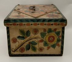 Style Os Rosemaling Pattern, Antique Boxes, Antique Trunks, Norwegian Rosemaling, Norwegian Wood, Scandinavian Folk Art, Antique Paint, Painted Boxes, Vintage Tins