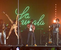 Pole dancer wearing golden spiked bra (bh met gouden spikes) during Bruno Mars Gorilla EMA 2013 performance, buy your copy of this bra at www.clubwearandcostumes.nl for only €24,95!