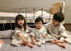 Olha Jungkook, nossos filhos. Cute Asian Babies, Korean Babies, Asian Kids, Cute Babies, 3 Kids, Cute Kids, Baby Kids, Baby Boy, Children