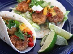 Tacos di gamberetti croccanti in salsa di pesche