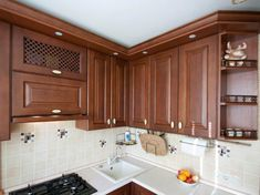 Дизайн угловой кухни 6 кв.м. из массива дуба с патиной Kitchen Room Design, Kitchen Cabinets, Home Decor, Design Of Kitchen, Decoration Home, Room Decor, Cabinets, Home Interior Design, Dressers
