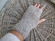 Myke og gode strikkede pulsvarmere - one size - beigemix Alpacas, Baby Alpaca, Fingerless Gloves, Arm Warmers, I Shop, Beige, Shopping, Fashion, Threading