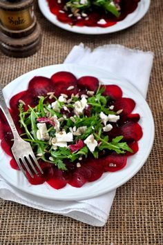 In my coffee kitchen: Carpaccio z buraka Great Dinner Recipes, Healthy Dinner Recipes, Healthy Salads, Healthy Eating, Vegan Cafe, Appetizer Salads, Pin On, Soup And Salad, Caprese Salad