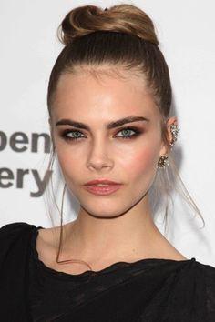 VOGUE beauty | model | 可憐な顔立ちで悩殺する、カーラ・デルヴィーニュ。 | 3