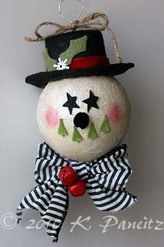 What a cute snowman ornament~looks simple to make!