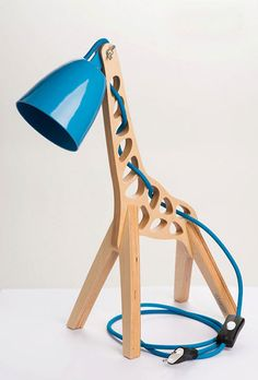 Estonian brand Leanter's Giffy, a graffe-shaped kids' lamp. This original design object is completely handmade.