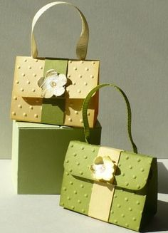 Let's create: Mini Treat Purses.good ideas at this link.use border punches for flap.really cute Let's create: Mini Treat Purses.good ideas at this link.use border punches for flap. Petite Purses, Paper Purse, Envelope Punch Board, Candy Gifts, Let's Create, Gift Bags, Treat Bags, Favor Bags, Envelopes