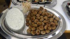 Griekse gehaktballetjes met tzatziki