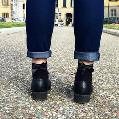 Fiocchetti. #shoes #calzedonia #shoesporn #socks #sockswag #black #jeans #calze #bloggerlife #igdaily