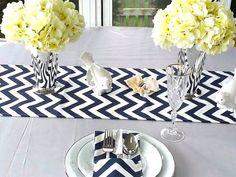 Chemin de Table vente 13.95 12 x 72, couvrir de CHEVRON bleu marine Table Runner, Topper de Table de mariage, Table, disponible dans différentes longueurs