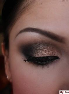 Nude smokey eye - Make-up Artist Me!: Black and Shimmery nude smokey eye, part 1 and 2 Sexy Eye Makeup, Love Makeup, Smokey Eye Makeup, Makeup Tips, Makeup Looks, Hooded Eye Makeup, Makeup Ideas, Pretty Makeup, Makeup Eyeshadow