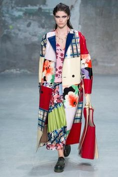 The complete marni spring 2018 ready-to-wear fashion show now on vogue runw Style Haute Couture, Couture Fashion, Runway Fashion, Milan Fashion, Fashion Week, High Fashion, Fashion Looks, Fashion Trends, Estilo Kitsch