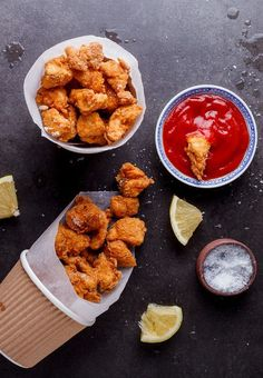 Making your own chicken nuggets is dead easy and these crispy chicken pops are a great, easy snack or lunch served with salad. Crispy Chicken Recipes, Parmesan Crusted Chicken, Chicken Pop, Salad Chicken, Lunch Recipes, Cooking Recipes, Comfort Food, Side Dishes Easy, Food Cravings