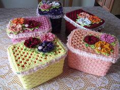 Christmas Crochet Patterns Part 7 - Beautiful Crochet Patterns and Knitting Patterns Crochet Cactus, Crochet Food, Crochet Art, Crochet Gifts, Crochet Motif, Crochet Baby Dress Pattern, Crochet Diagram, Crochet Jar Covers, Inexpensive Christmas Gifts