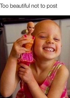 That is so amazing. I love how they did that to her Barbie. My mom and a family friend passed away from Cancer. Cancer ruins f***ing everything why does it take life's from inisent people? Sweet Stories, Cute Stories, I Smile, Make Me Smile, Touching Stories, Faith In Humanity Restored, Cute Kids, Just In Case, Feel Good
