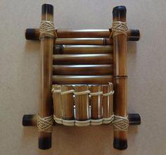 Mini floreira de bambu Bamboo Cups, Bamboo Light, Bamboo Art, Bamboo Crafts, Wood Crafts, Bamboo Ideas, Bamboo Furniture, Cool Furniture, Furniture Movers